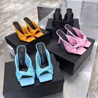 مصمم الصنادل 2021 الأزياء الفاخرة النساء أحذية عالية الكعب مربع تو صندل نابا الجلود البغال نسج المتزلجون الزفاف المؤنث مضخات مطوي النعال