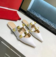 2021 Fashion Gold Rivet Sandales de luxe Chaussures Femme Chaussures à talon plat Calfskin Calfskin Styled Shoes 6.5cm