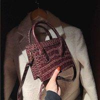 حجر الحبوب حقيبة صغيرة المرأة الخريف والشتاء 2021 جديد أزياء براءات الاختراع الجلود مشرق سطح رسول حقيبة الأزياء المحمولة مربع