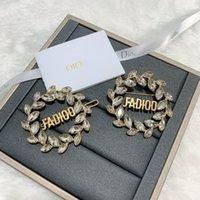D Jiadijia Новая буква Diamond Письмо Свины Hairpin Высокая версия Латунь Капля Водой Кристалл Брошь 3R59