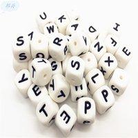 100pcs Silicone Alphabet Perles de 12mm BPA Lettres de qualité alimentaire gratuites Mâcher les perles pour collier de dentition DIY Chewelry Bébé Teachers 332 Y2