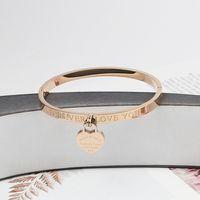 Bijoux à la main en gros bijoux en acier inoxydable Amour Pendentif main Bracelet bracelet en acier titane pour femmes
