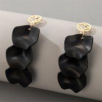 2021 Neue schwarze Blütenblätter Ohrringe Frauen Legierung Gold Lange Ohrringe Passende Kleidung Dame Modeschmuck Geschenk