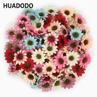 Huadodo 50pcs 멀티 컬러 인공 데이지 꽃 머리 실크 Gerbera 가짜 꽃 홈 웨딩 장식 스크랩북 DIY T191029