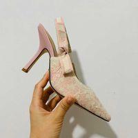 Couleur la plus récente Color Letter Bow Knot High Talon Chaussures Femmes Piste pointu Toe Basse Femme Gladiaor Sandales Lady Brand Design Mesh chaussure 051