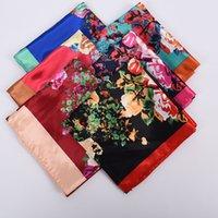 Nouveaux écharpes de soie Femmes fleurs Impression 90 * 90cm Mode Designer Big Square Foulard Soft Satin Satiné Satiné Château Châle de Kerchief tête / Écharpe à cheveux