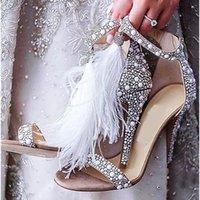 Moda Pista Mullido Plumas Flye Sandalias Mujeres Rhinestone Pearls Studded Tacones Altos Tacones Summer Nupcial Zapatos de boda Mujer Sexy Abre Toe Tassel Sandalia Feminina