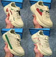 Rhyton Vintage Trainer Sneaker Clunky Sneaker Couro Morango Lip Maçã Verde Verde Stripe Luxurys Runner Trainers Designer Sapatos Casuais