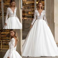 2021 새로운 흰색 A 라인 웨딩 드레스 아프리카 신부 가운 레이스 탑 깊은 V 넥 새틴 긴 소매 플러스 크기 스윕 기차