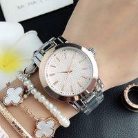 Relojes de muñeca de marca para mujeres Lady Girl Style Metal Steel Band Watch M82