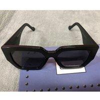 Kadınlar için Tasarımcı Erkek Güneş Gözlüğü Bayan Plaka Kare Beyaz Çerçeve Güneş Gözlükleri 0630s Moda Klasik Siyah Lens Arms Altın Harfler Anti-UV Göz Koruması Kutusu 0630