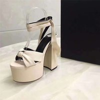 Designer Luxury Ladies Bianca Tribute Patient Leather Sandals Ankle Strap Platform Sandal Slippers With Box