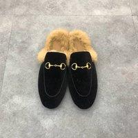 2021 Moda Kadın Erkek Deri Yarım Terlik Slaytlar Klasik Metal Toka Nakış Stilisti Ayakkabı Sandalet Loafer'lar Sonbahar Kış Sıcak Yün Terlik Kutusu