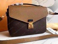 حقائب نسائية حقائب الكتف حقائب عالية الجودة جلد pochette metis المحافظ الأزياء الزهور امرأة crossbody postman حقيبة 7 حفرة حزام التسلسل رقم M40780 LB83