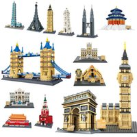 La famosa architettura del mondo urbano vista stradale Louvre Pyramid classico City Building Building Blocks Bricks Bricks Giocattolo del bambino Regalo 210607