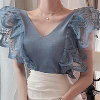 Kadınlar Için Örme T Gömlek Yaz Yeni Küçük Uçan Kollu Dantel Dikiş Ruffles V Yaka Örme Yelek Ince Sıkı Üst Tişört