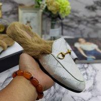 2021 Femmes Hommes Demi-pantoufles Slippers Diaposibles Locaux Automne Hiver Chaud Santon Classique Metal Boucle Boucle Broderie Styliste Chaussures Sandales