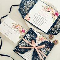(10 piezas / lote) Flor de corte por las láser azul marino de la boda tarjeta de invitación de la boda rosa cinta matrimonio quinceañera invitaciones con RSVP IC146