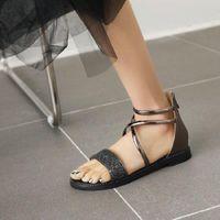 Sianie Tianie 2021 أنيقة بريق الكاحل حزام الصيف امرأة الأحذية الصلبة ضمادة مفتوحة تو الترفيه إمرأة المصارعين الصنادل المسطحة