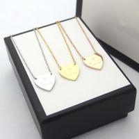 2021 Europa América Conjuntos de moda Mujeres Lady Titanium Acero 18K Pendientes de oro Pendientes de oro conjuntos con colgante de corazón