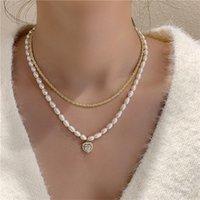 Aomu 2021 Año Nuevo Temperamento Natural Pearl Zircon Heart Colgante Color de oro Collar de metal para mujeres Accesorios de joyería de fiesta