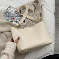 Hochwertige PU-Hochvolumen-Frauen 2021 Neue Mode High-End-Sinn One-Shoulder Messenger Bucket Bag CC