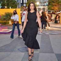 Dobladillo asimétrico negro Vestidos de fiesta con cuello de joya Satén ruchada para mujer Maxi Vestido Simple Short Eampig Vestido de fiesta