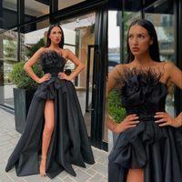 2021 Sexy schwarze Abendkleider tragen trägerlos ärmellos mit Federseite High Split A Line Satin Prom Dress formale besondere Anlässe Kleider