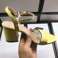 Женские кожаные босоножильные сандалии сплошные цветные моды дизайнер леди лодыжки ремешок с пряжками медных каблук подошвы сандалии