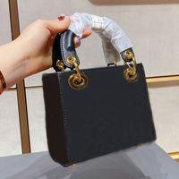 シルクスカーフのデザイナーショルダーバッグ高品質メッセンジャーバッグゴールドとシルバーハードウェア4色ブティックレディークロスボディショッピングハンドバッグクラッチトート#32