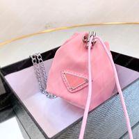 2021 Sac de godets Nylon Mini Pochettes Femmes Chaîne Sacs Luxurys Designers Sacs Bague Sac Triangle Triangle Portefeuille Designers Sac à main P21030603L