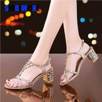 المرأة الصنادل 2020 النساء أحذية الراين سلاسل ثونغ المصارع كعب مربع الصنادل كريستال chaussure زائد الحجم 41 I153 E3TQ #