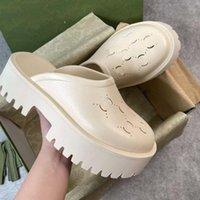 Pantoufles de luxe Marque Designer Femmes Femmes Sandales de plate-forme creuse à base de matériaux transparents Sexy Sexy Sunny Beach Femme Chaussures Chaussures