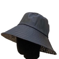 Large BRIM Chapeaux Femme Fisherman Caps Bucket Chapeau Casquette Summer Beach Shade Cool Sun Icon Cap Casual Capuchon Casual Bonnet avec une boîte de haute qualité
