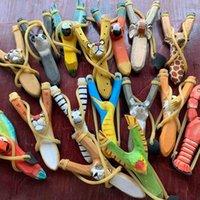혼합 스타일 크리 에이 티브 나무 조각 동물 slingshot 장난감 만화 동물 손으로 그린 나무 슬링 샷 공예 아이 선물