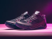 Mamba 11 المنخفضة الخفيفة عباءة الرجال أحذية كرة السلة الأسود الذئب رمادي وردي انفجار الرياضة حذاء مع مربع