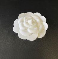 Fiore bianco decorativo per la fotografia Materiale di imballaggio Camellia Accessori fai da te 7.3x7.3cm Autoadesione Camelia POWER Stick per imballaggio boutique