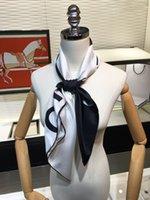 2021 Mode Designer Femmes Écharpe Lettre d'impression Écharpe décorative 2 Couleur Soie Soie Écharpes Satin 90 * 90cm Grands Foulards carrés