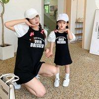 Summer Girls bolla manica a maglia vestito a maglia a colori manica madre e figlia t-shirt vestito mamma e figlia abbinata vestiti 210701