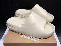 2021 KANYE WEST Sneakers Pantoufles Femmes Femmes Femmes Runner Sandales Sandales Sandals de Sandes De Désert Sand Résine Toilette imperméable
