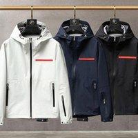 2021 Mens Jacket Hooded Höst och Vinterstil För Män Kvinnor Windbreaker Coat Långärmade Mode Jackor med Zippers Letters Printed Outwears Designer