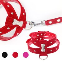 Dog Collars Riemen 2021 Rhinestone Bot Charm Harnas en Leash Vest Set Chihuahua Zachte fluwelen leer voor kleine huisdier accessoires roze rood