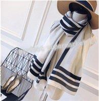 2021 Nuovi designer Sciarpa di seta Donne Lussuosousscarf Scialli all'ingrosso Sciarpa di alta qualità Sciarpa di estate Sciarpe lunghe Sciarpe lunghe 4Colors Spedizione gratuita