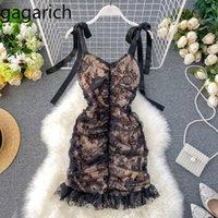 Gagarich mulheres elegante vestido de festa senhoras sexy plissado slim fit bodycon vestidos de renda verão novo v neck-strap vestidos 210316