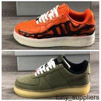 Nuovo 1s Halloween QS Scarpe da corsa per le donne Mens Trainer Sneakers Scheletri arancione Glow in the Dark Zapatos Dimensione 36-45