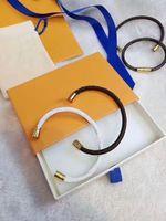 Mujeres hombres pulsera encanto pulseras moda unisex joyería gratis tamaño de alta calidad hebilla magnética oro con joyas de cuero pulsera 5 opciones