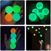 Deckenkugeln lumineszierende Spannungsentlastung klebrige Kugel Glühstock an der Wand und fällt langsam squishy Glimmspielzeug für Kinder Erwachsene W-00536