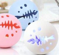 Die neueste Haustierkatze-Spielzeug-Kombination Fisch-Knochenball (1 Satz von 3) Hund Mint Glockenglühen, lustige Haustiervorräte, freies Verschiffen 118 S2