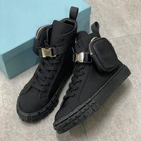 Luxurys Mens Designer Triangle Nylon High Top Sneakers con Borse Womens Combat Trainers Bianco Scarpe piatte in pizzo nero con scatola 260