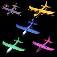 DIY 손을 던지는 LED 조명 비행 글라이더 비행기 장난감 거품 비행기 모델 야외 게임 아이들을위한 플래시 빛나는 장난감